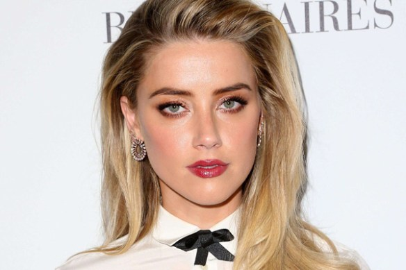 Amber-Heard-yeux-visage-blonde-bouche