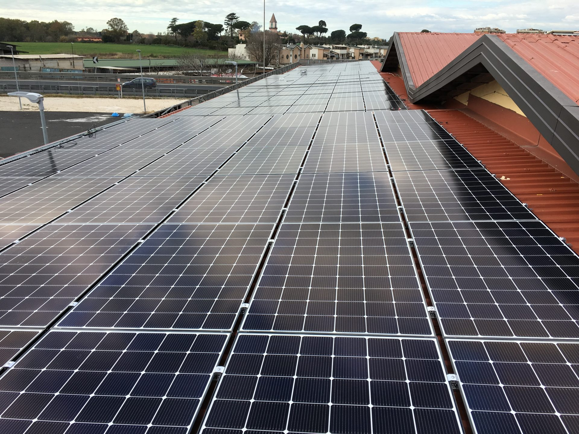 Realizzazione impianti fotovoltaici per autoconsumo su attività commerciali ed industriali (50-200 kWp)