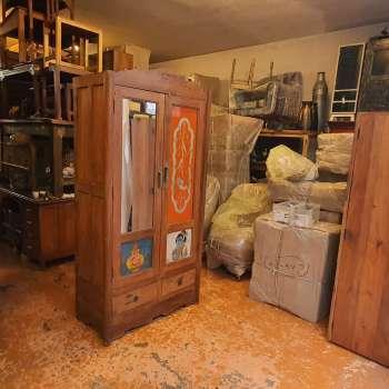 armadio con decorazioni