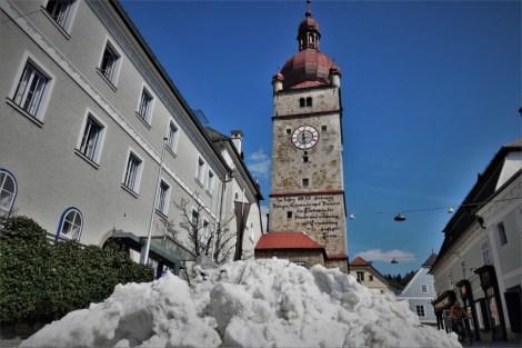 titel Schnee stadturm fern