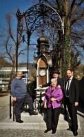 Wetterhäuschen mit Bürgermeister Freising