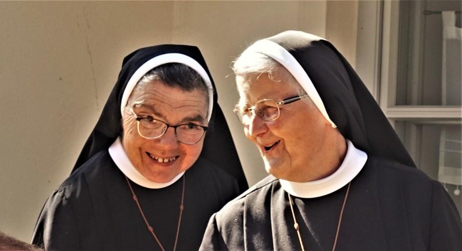Pfarrfest Titel - Schwestern