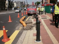 Blowing gases from manhole