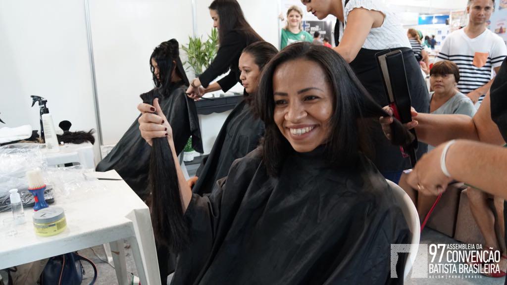 Doação de cabelos dá esperanças a escalpeladas