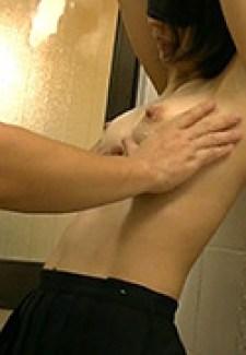 Dカップスレンダー美女 初体験の乳首洗い…》素人エロ動画と抜ける体験談 | よろシコ