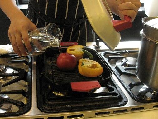 蔬菜略烤再加水燜煮.JPG