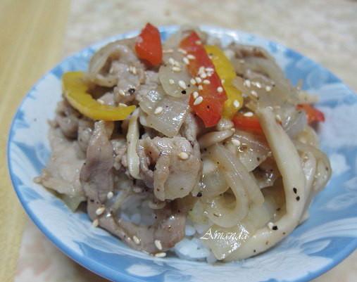 黑胡椒洋蔥燒肉蓋飯.jpg