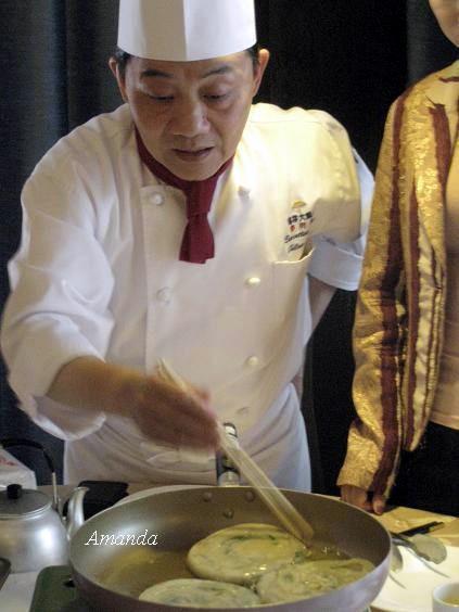 阿基師講解青蔥餅煎法