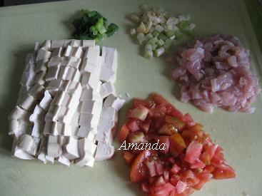 酸辣豆腐食材切丁