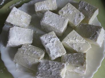 豆腐切塊沾粉.JPG