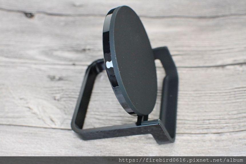 3Belkin-QI-chargestand-20.jpg