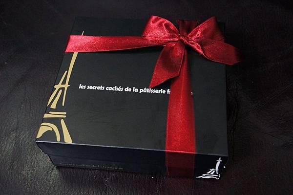 """宅配美食推薦-讓大廚老媽都說好的""""法國的秘密甜點""""諾曼地純手工牛奶蛋糕。生巧克力蛋糕"""
