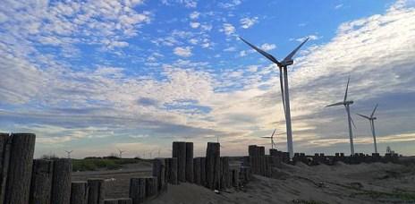 。彰化 線西。肉粽角沙灘:風車、夕陽、沙灘,無論來幾次還是覺得很美。