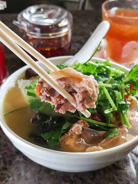 湯鮮米線滑,澳門必吃早餐雞湯米,榮暉咖啡茶室藏好味