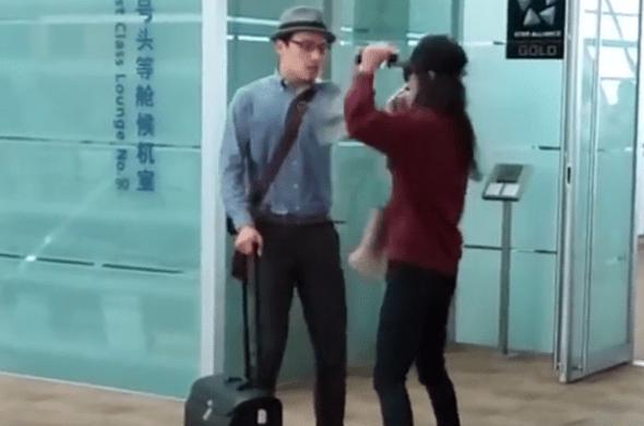 兩中國旅客機場爆衝突,女嗆:法律規定拿國產手機不能上飛機 img-003