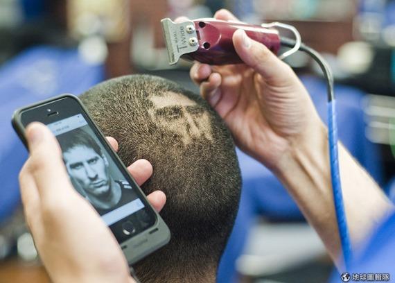 [早安! 地球] 把頭當畫布 美國理髮師在頭上「剃」出足球員 9d853b51e437cd74