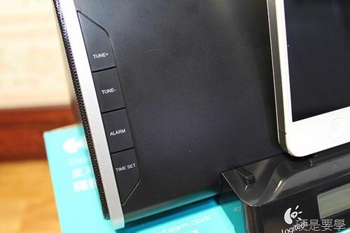 [開箱] 羅技床頭音響底座,充電、聽歌、聽廣播、設鬧鐘一次滿足(iPad/iPhone/iPod Touch) IMG_3982