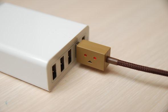 超療癒!Cheero 阿愣 micro USB 充電線,眼睛會發亮耶! DSC_0051