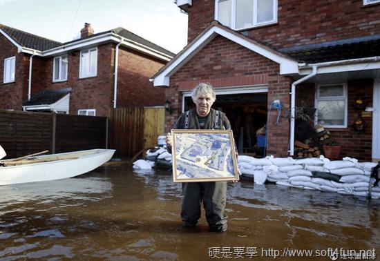 大水淹進家門 你會先救什麼