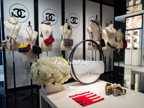 Up-close-and-personal-with-Chanel-Spring-2013-Accessories