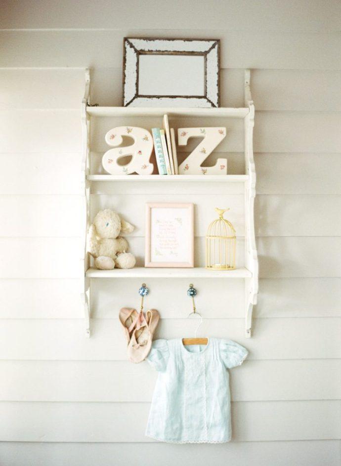 nursery in stile shabby chic. Black Bedroom Furniture Sets. Home Design Ideas