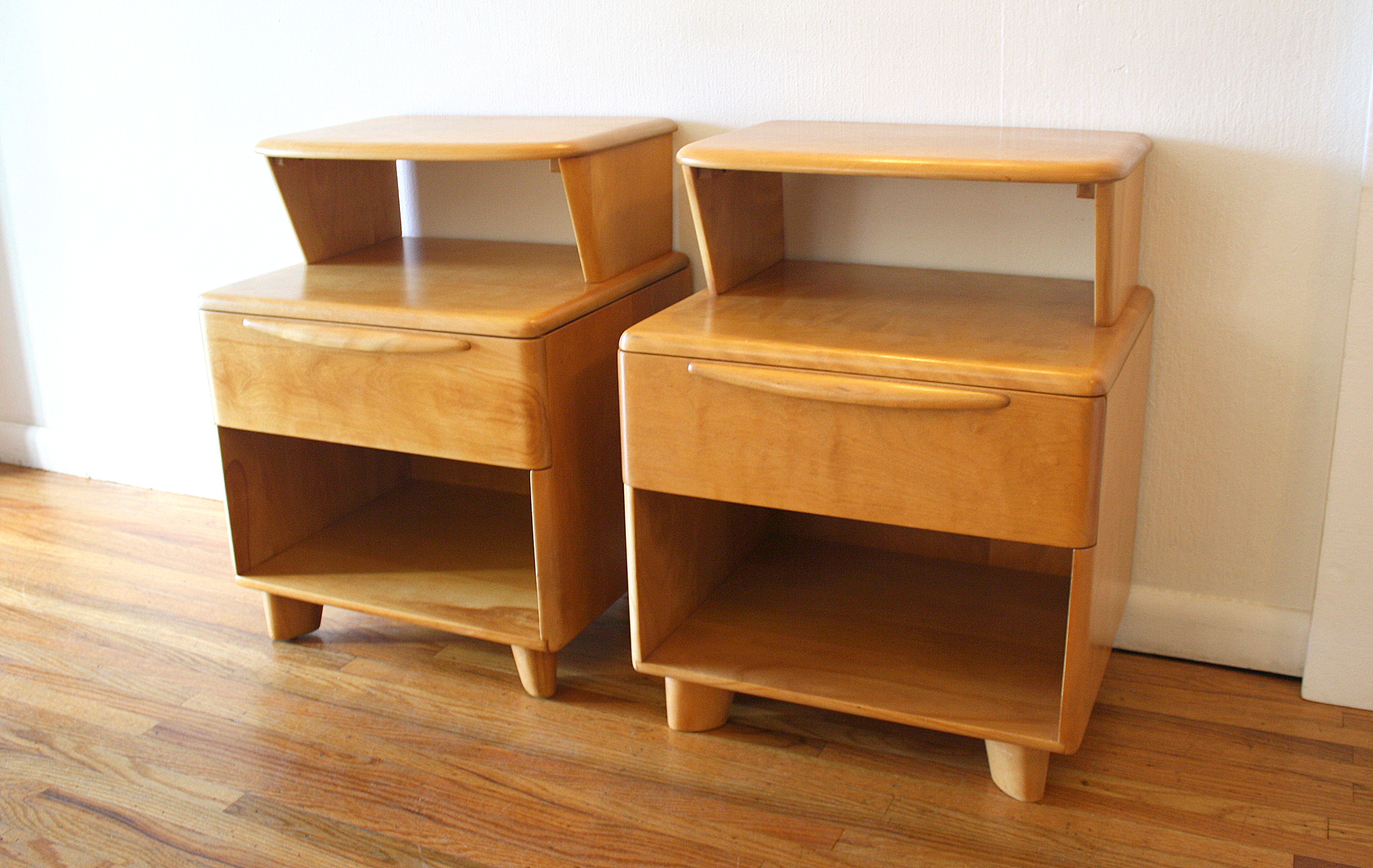 Mid Century Modern Pair Of Side End Table Nightstands By