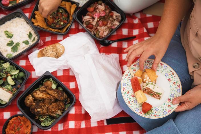 PicknickPoint-foto-picknicken-eten-min