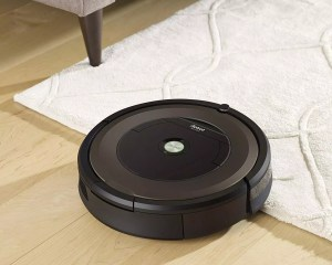 how dose a Roomba work