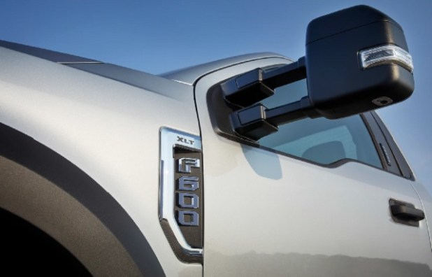 2022 Ford F-600 side