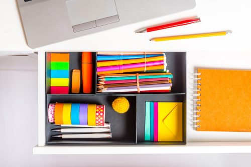 Are you looking to make your own DIY office decor? You're in luck! We have the best ideas for DIY office decor on a budget.