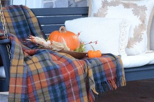 Fall porch, fall porch hacks, design hacks, Halloween, fall holiday, popular pin, seasonal decor, fall decor.
