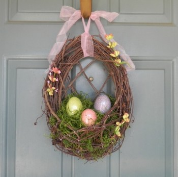 26-Creative-and-Easy-Handmade-Easter-Wreath-Designs-14-620x615