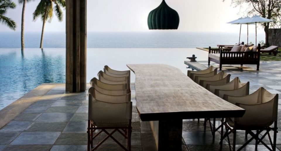 Romantic-Outdoor-Dining-design-with-amazing-sea-view