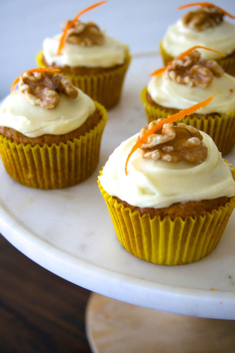 gallery-1438625303-delish-cupcakes-carrot-cream-cheese-1