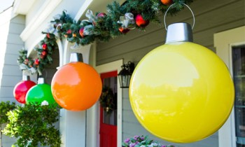 Christmas Ornaments | DIY Giant Christmas Ornaments | Christmas Ornaments for Holiday Decor | DIY Holiday Decor | DIY Holiday Decorations