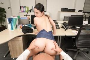 【VR】エロ過ぎ女上司・松岡すずのVR筆下ろしエスコート濃厚セックス… のサンプル画像 9枚目