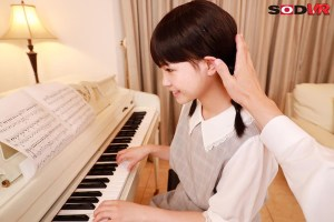【VR】3年2組 はるちゃん 142cm ピアノレッスン中にわいせつ|無料エロ画像4
