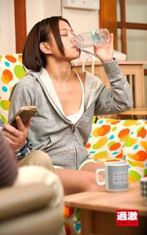 飲まされた媚薬が効きすぎてショーパンの隙間から漏れるほど膣分泌液が止まらなくなる姪っ子|無料エロ画像1