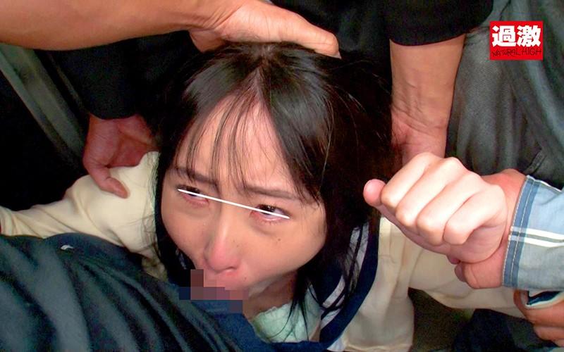 痴●師に電車の隅でこっそりイラマされ顔面えずき汁まみれで泣き寝入りする女子○生18