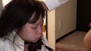大嫌いな上司の最愛の1人娘を、イラマで喉がばがば奴●にしてやりました。 松本いちか|無料エロ画像5