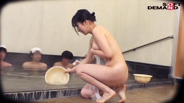 石和温泉で見つけたお友達と旅行中の人妻さんタオル一枚男湯入ってみませ… のサンプル画像 14枚目