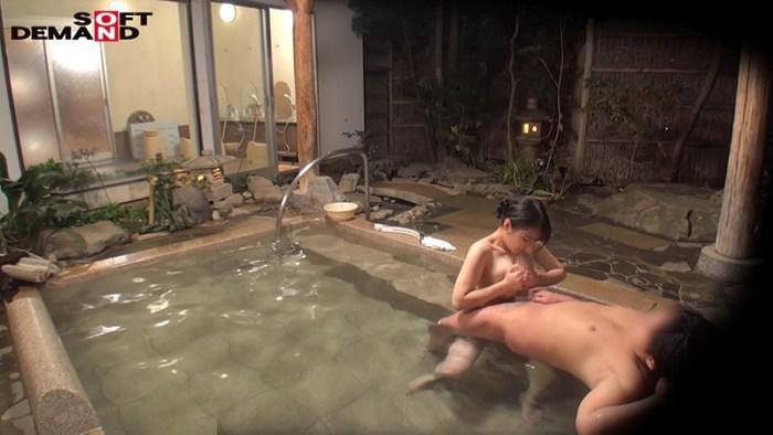 石和温泉で見つけたお友達と旅行中の人妻さんタオル一枚男湯入ってみませ… のサンプル画像 17枚目