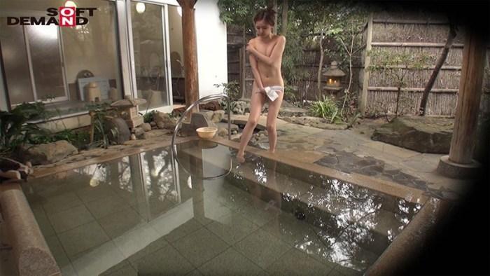 石和温泉で見つけたお友達と旅行中の人妻さんタオル一枚男湯入ってみませ… のサンプル画像 2枚目