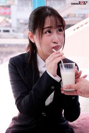 【就活生限定】マジックミラー号リクルートスーツの似合う女子大生に「牛乳… のサンプル画像 5枚目