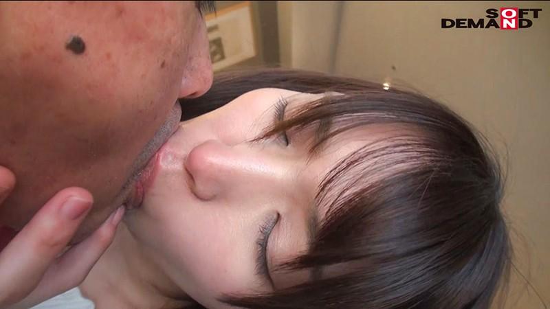 毎日元気いっぱいにお年寄りの世話をする美人ヘルパー 栗田みゆ 28歳 AV DEBUT16