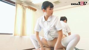 若手看護師2人が患者の体をリハビリさせるために中出し性交! のサンプル画像 3枚目