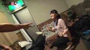 SOD女子社員野球拳ロケ中の女子社員に突撃!制作部松川瑠南 のサンプル画像 3枚目