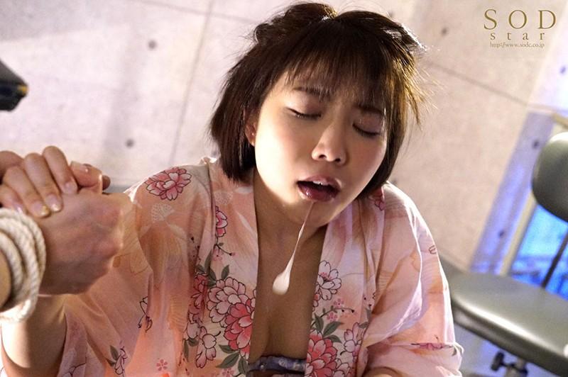 戸田真琴 手をぎゅっと握り目をじっと見つめながら彼女が犯されるのをただ傍観するしかなかった惨めなボクサンプルイメージ20枚目