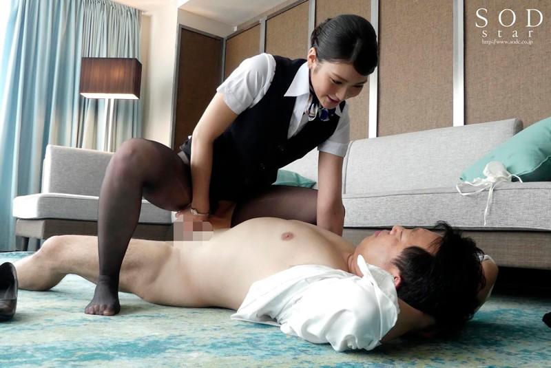 本庄鈴 美人キャビンアテンダントを高級ホテルの一室でいいなり調教サンプルイメージ5枚目