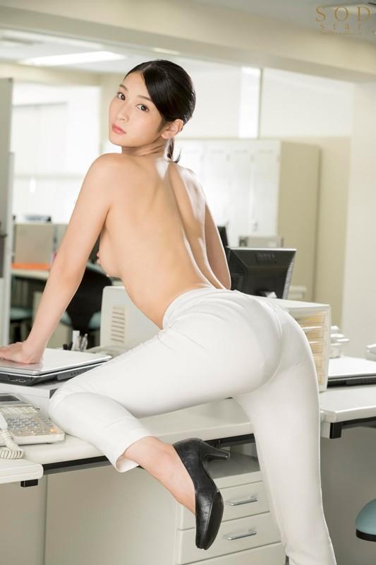 本庄鈴 誰もが振り返る長身パンツスーツOLと禁断の社内性交サンプルイメージ1枚目